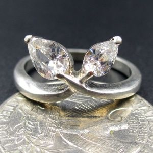 Jewelry - Size 7.5 Sterling Nature Inspired CZ Diamond Ring